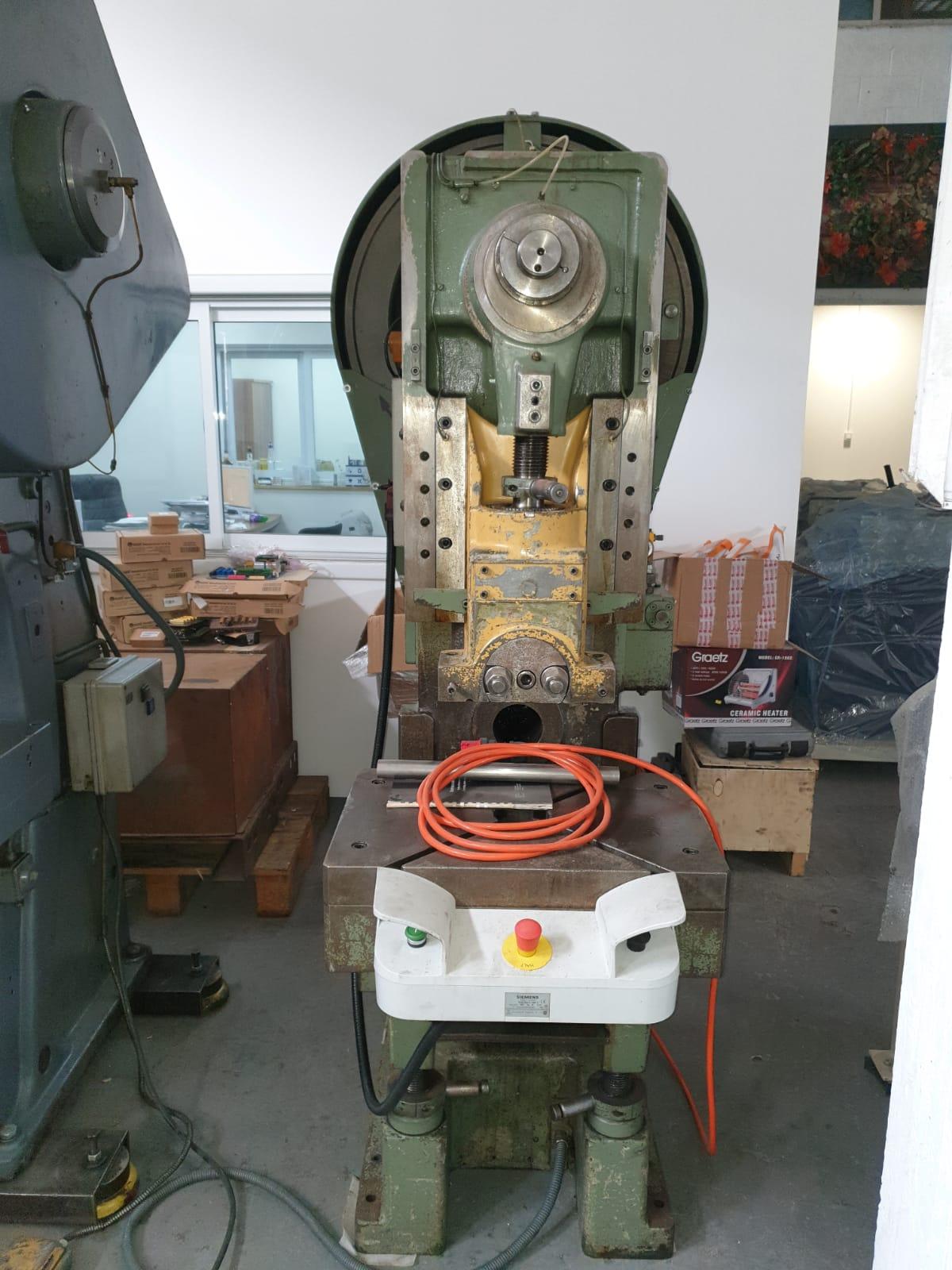 מכבש אקצנטרי 40 טון תוצרת BEUTLER
